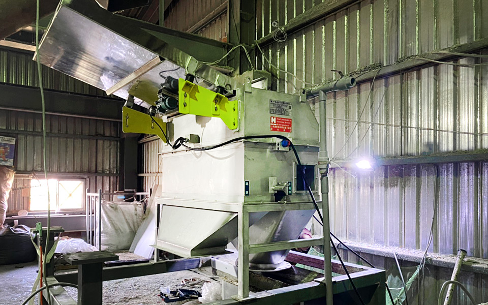 A Tainan Recycling Company has chosen Nian Hung's Sorting Technology to be the New Major Part of its PET Bottles Recycling Production Line.