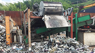 Large white goods crushing and iron removing system